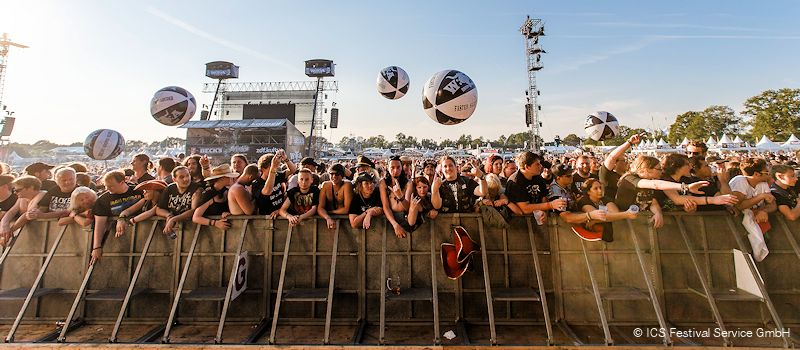 Besucher des Wacken Open Air Heavy Metal-Festival