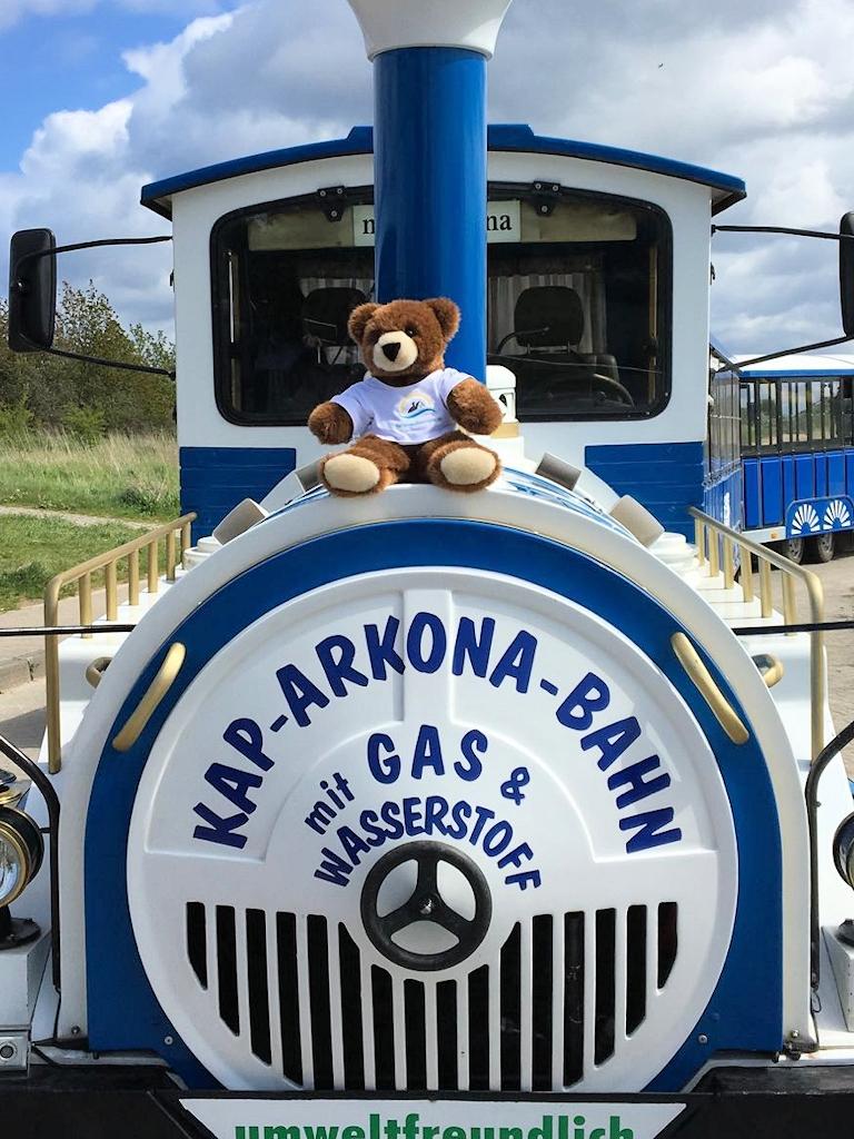Der Urlaubär fährt mit der Kap-Arkona-Bahn
