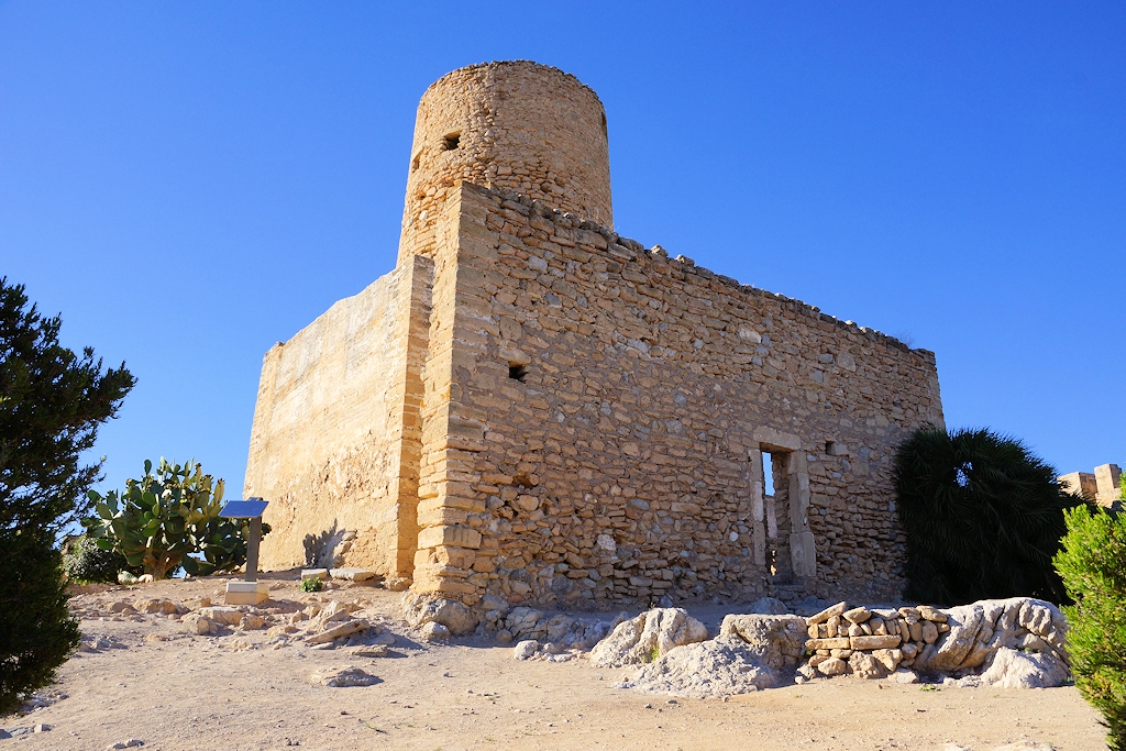 Turm d'en Nunis auf 'Castell de Capdepera'