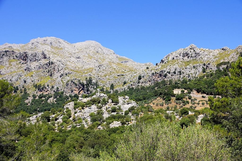 Felsmassiv am Fuße des 'Puig Major'