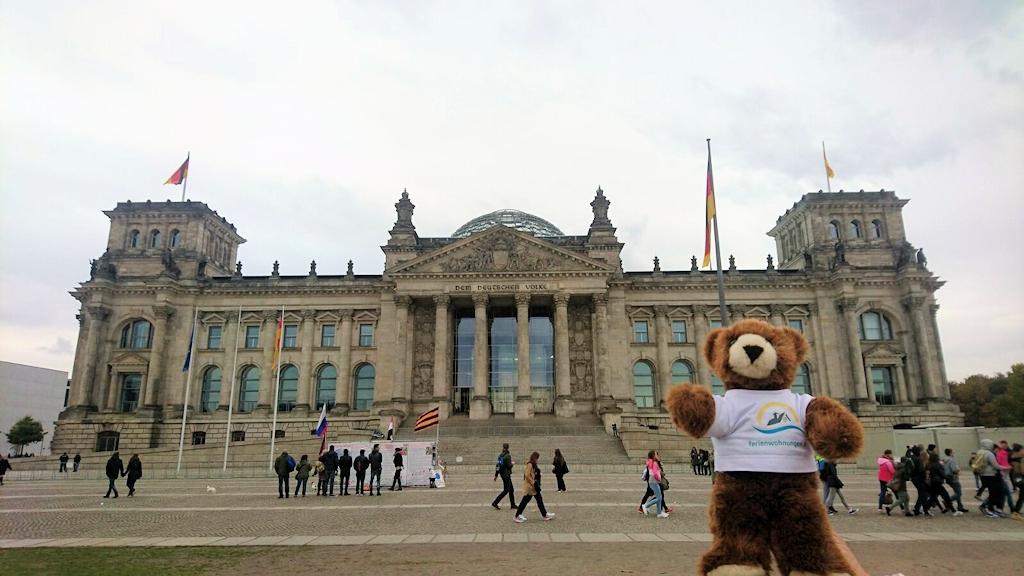 Vor dem Reichstagsgebäude