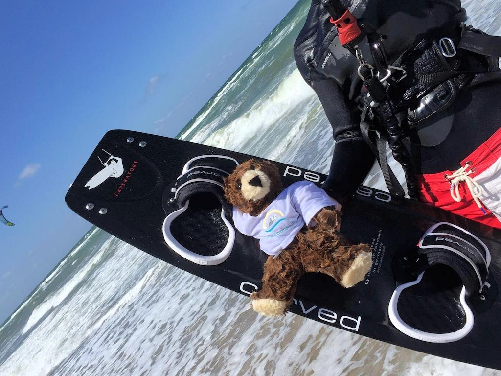 Der Urlaubär hier noch beim kitesurfen an der Nordsee