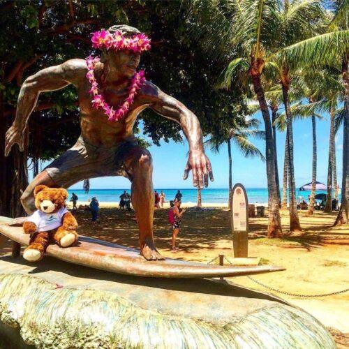 Der Urlaubär am Waikiki Beach auf Oahu