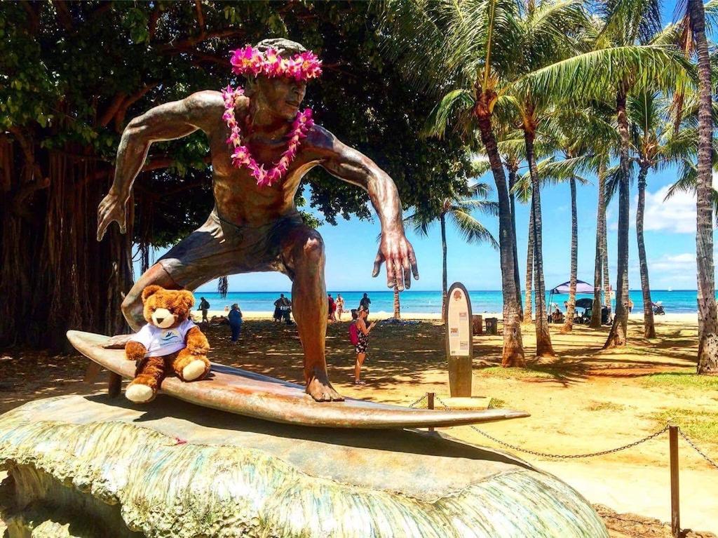Der Urlaubär auf Hawaii am Waikiki Beach auf Oahu
