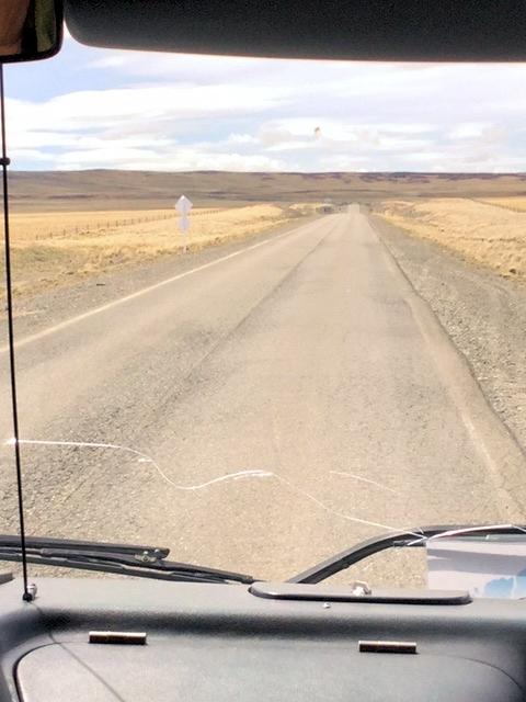Mit dem Bus durch die patagonische Steppe