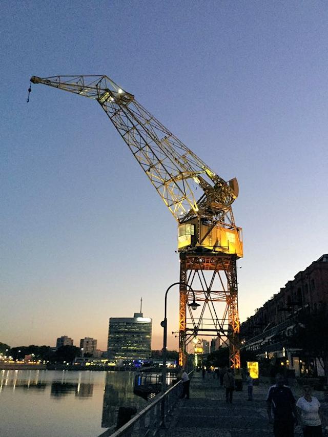 Alter Kran am Hafen von Buenos Aires