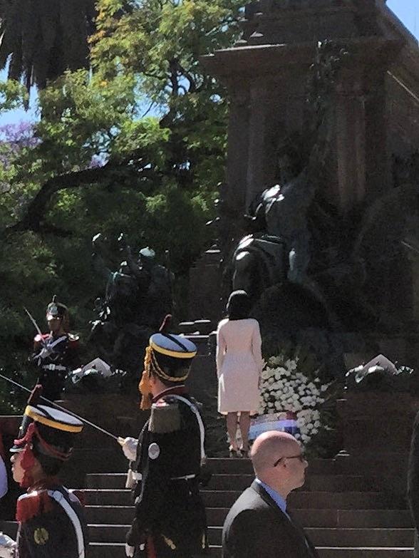 Kranzniederlegung am Denkmal des Unabhängigkeitskämpfers José de San Martín