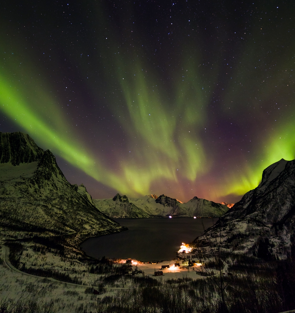 Polarlichter über der Region Troms in Norwegen