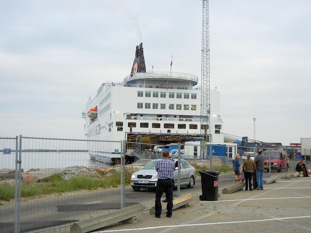 """Die """"MS Norröna"""" im Hafen von Hirtshals"""