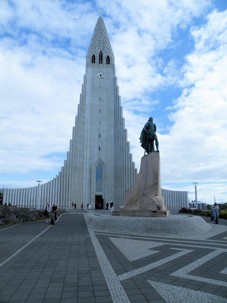 Hallgrímskirkja und das Denkmal für Leif Eriksson