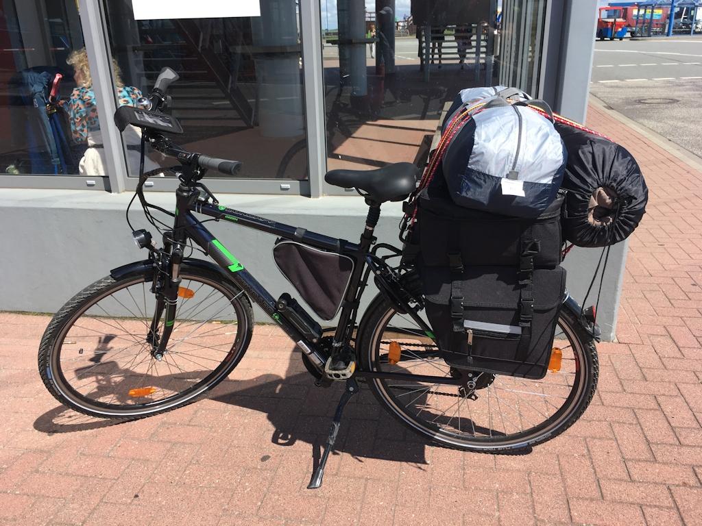 Der Urlaubär auf Amrum - Bepacktes Fahrrad ...