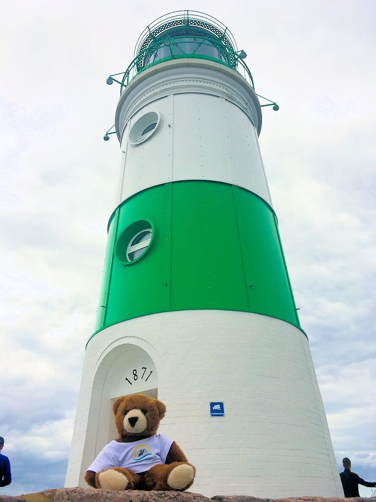 Der Urlaubär vor dem Leuchtturm Schleimünde
