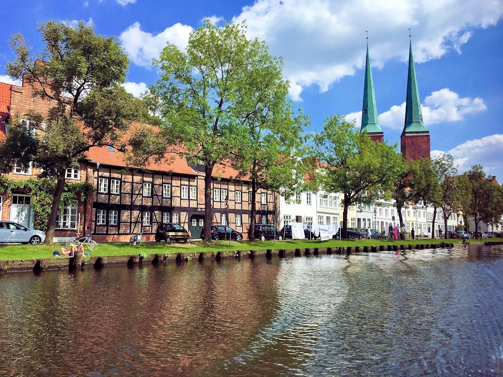 Lübeck von der Trave aus gesehen