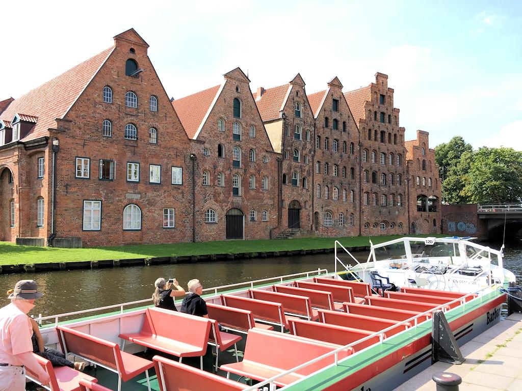 Barkassenfahrt auf der Trave in Lübeck