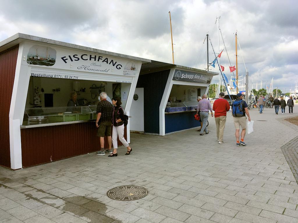 Verkaufshütten für Fisch in Niendorf