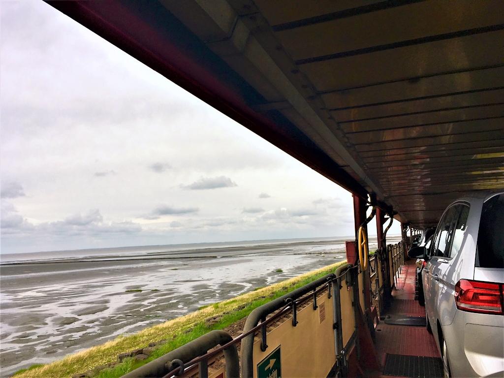 Auf dem Sylt-Shuttle von Niebüll über den Hindenburgdamm nach Westerland