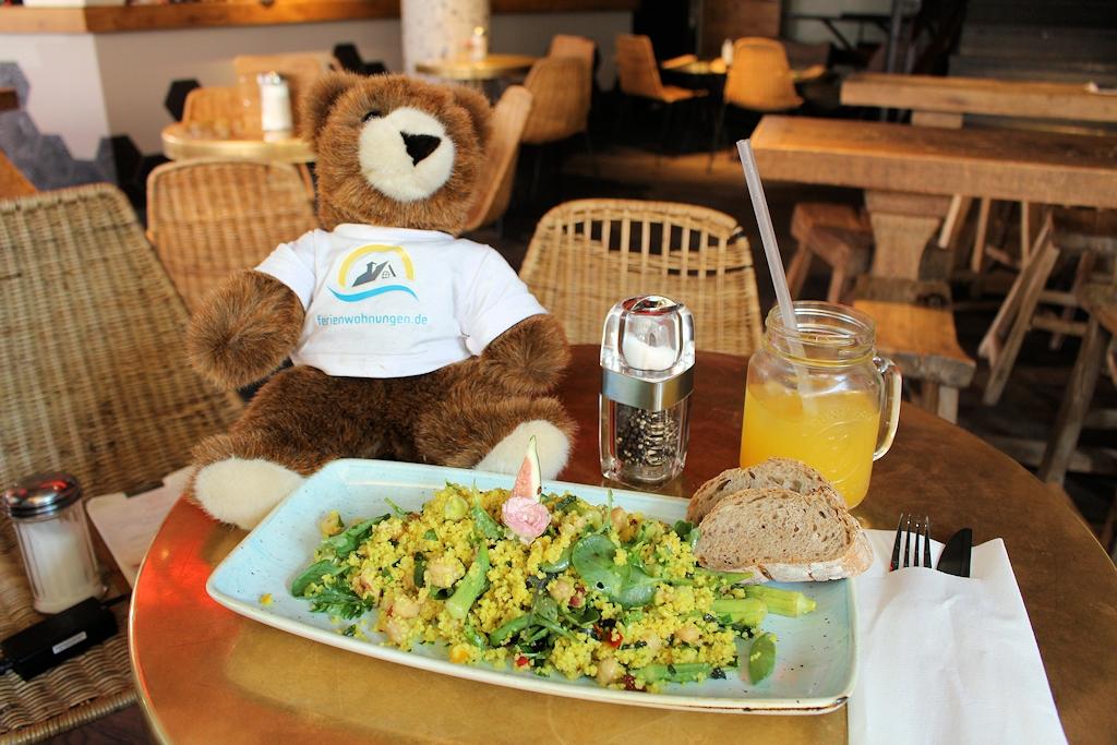 Ein gesundes Mittagessen für den Urlaubär und Chris