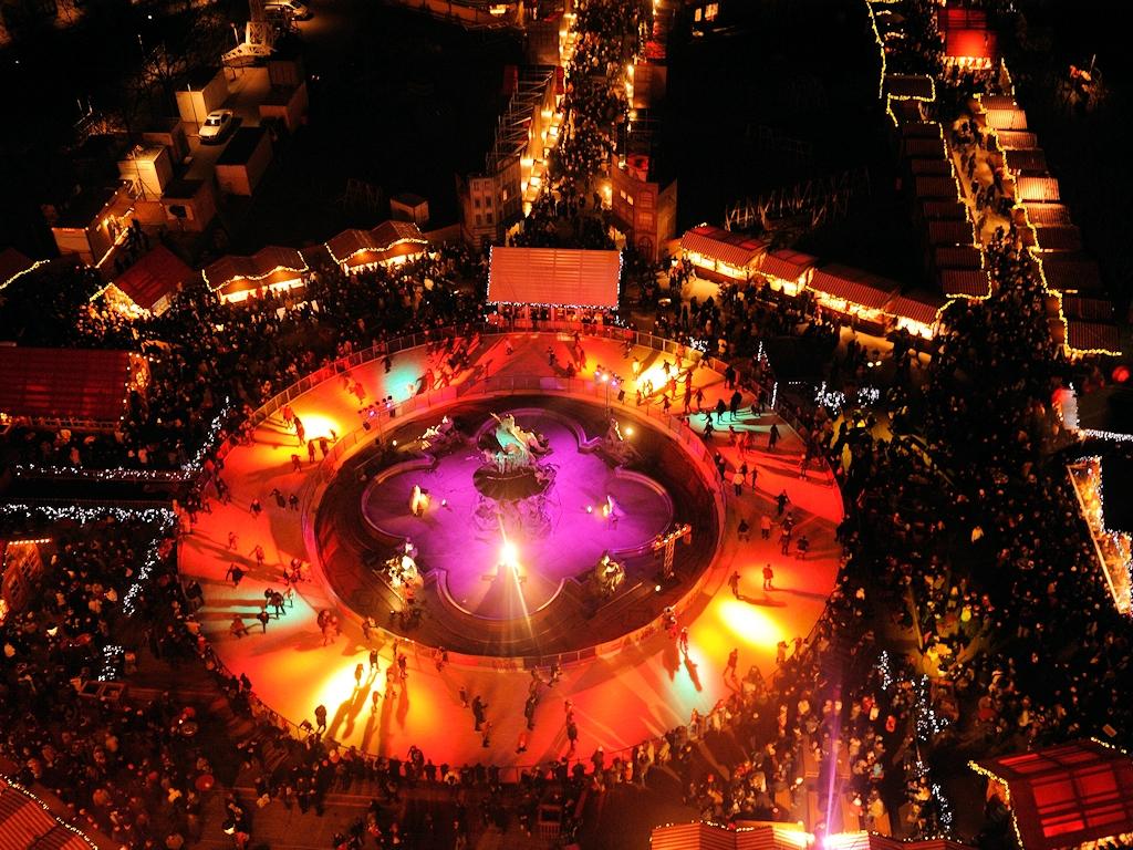 Eislaufbahn auf dem Berliner Weihnachtsmarkt