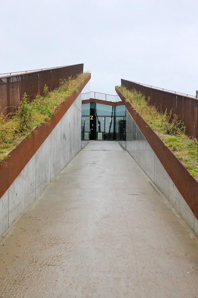 Zugang zum Museum Tirpitz in Blåvand