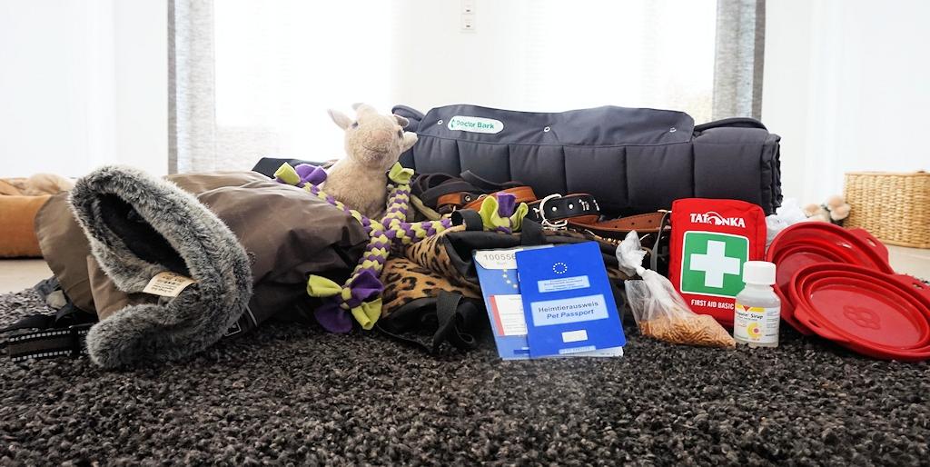 Tipps für Autoreisen mit Hunden - Hundegepäck
