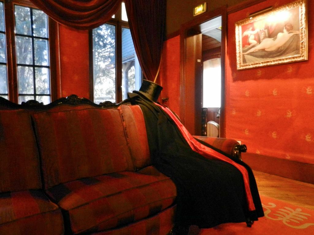 Arsène Lupin: Als habe er sich im Vorbeigehen seiner Abendrobe entledigt