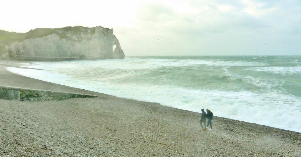Normandie im Dezember - Sturm in Étretat