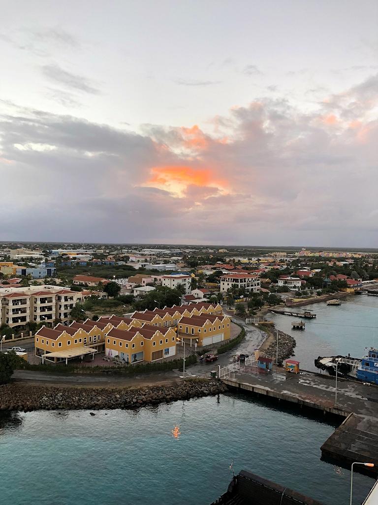 Blick auf Bonaire bei Sonnenaufgang