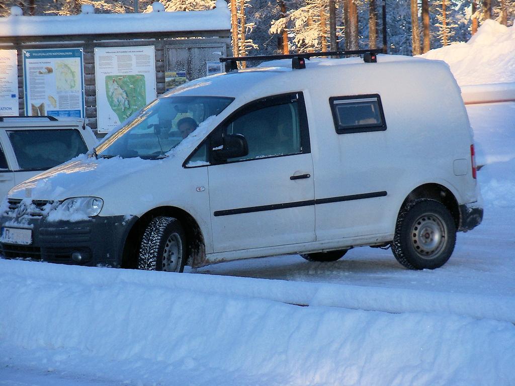 VW Caddy im winterlichen Schweden