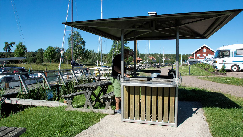 Herrlicher Stellplatz am Götakanal mit Grillmöglichkeit