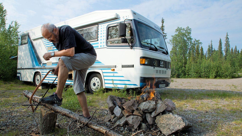 Das Lagerfeuer mildert die Mückenplage