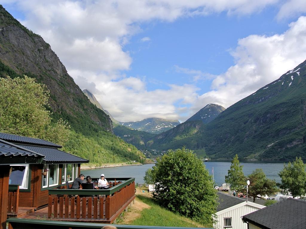 Fjordnorwegen mit dem Motorrad - Hütte am Geirangerfjord