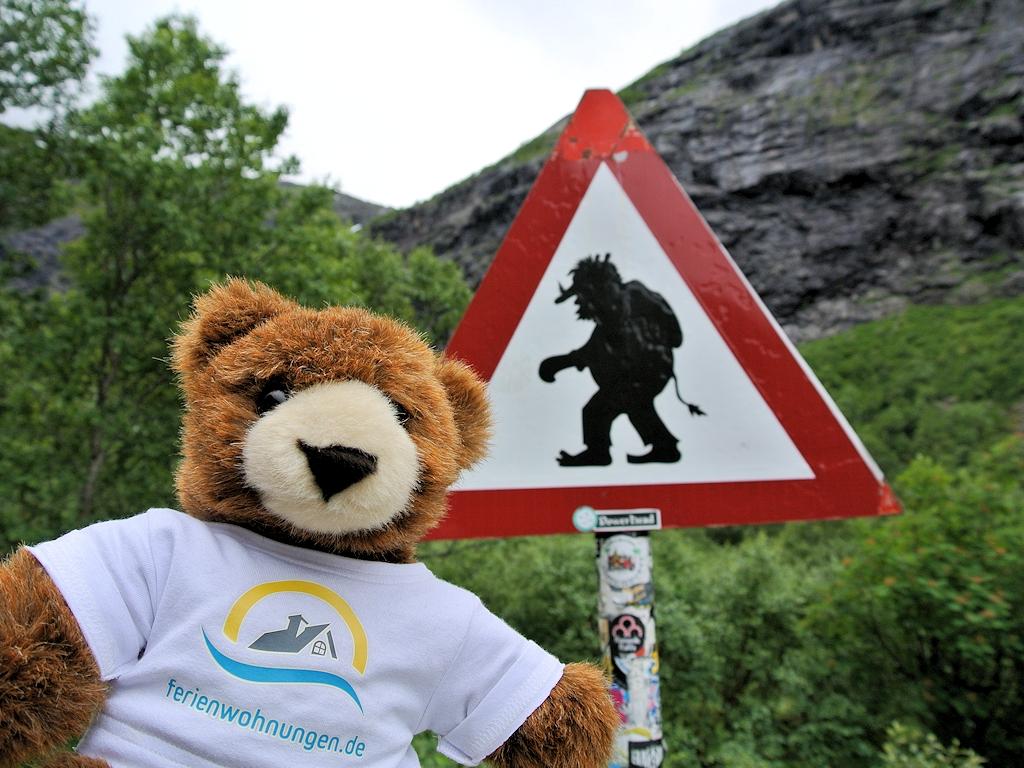 Warnung vor Trollen am Trollstigen