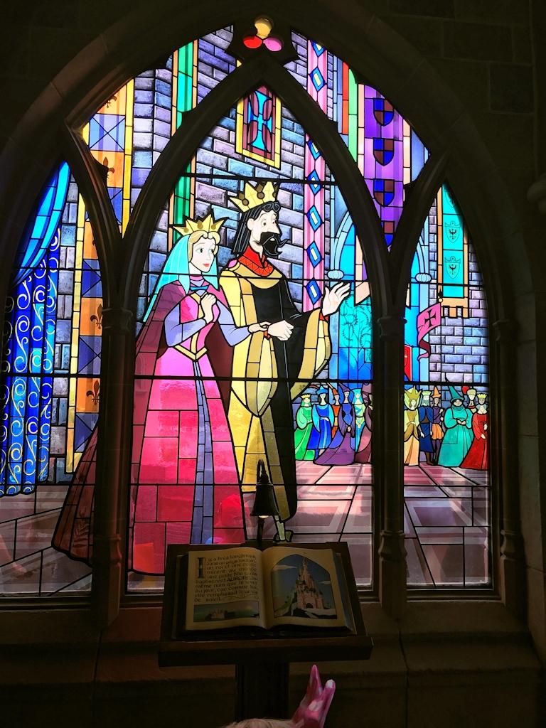 Glasmalerei im Dornröschen-Schloss