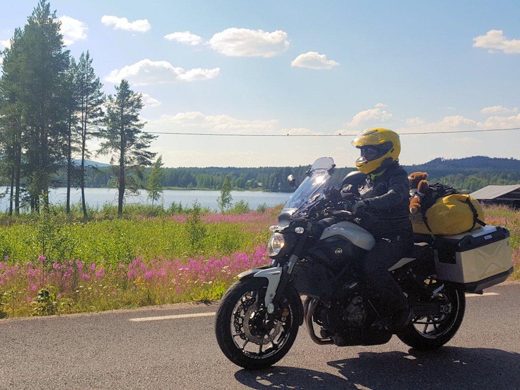 Motorrad mit Exsozia am See