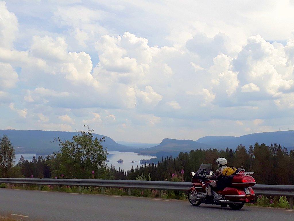Panoramabild mit Honda Gold Wing in Mittelschweden