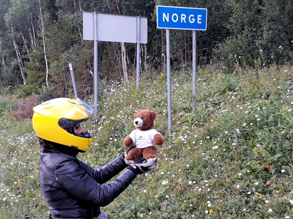 Der Urlaubär an der Grenze zu Norwegen