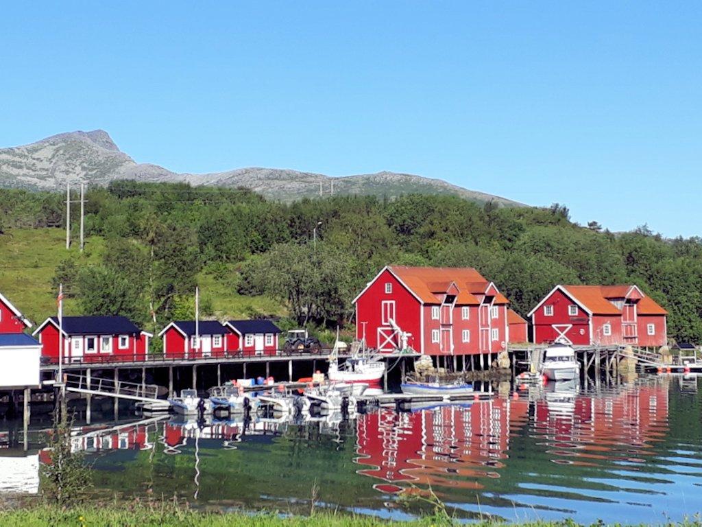 Rote Häuser in Halsa