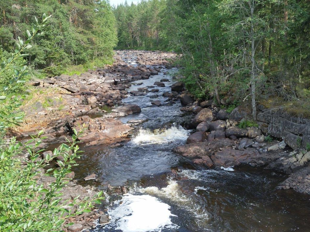 Schwedischer Wasserfall bei Trockenheit