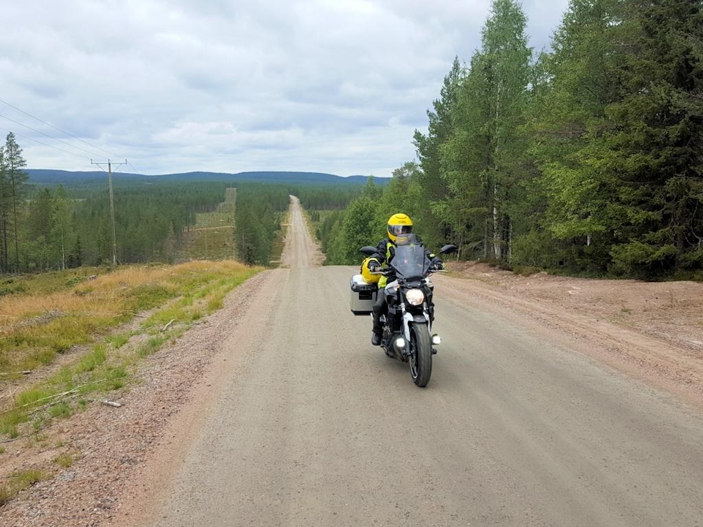 Endlose Schotterpisten in Finnland