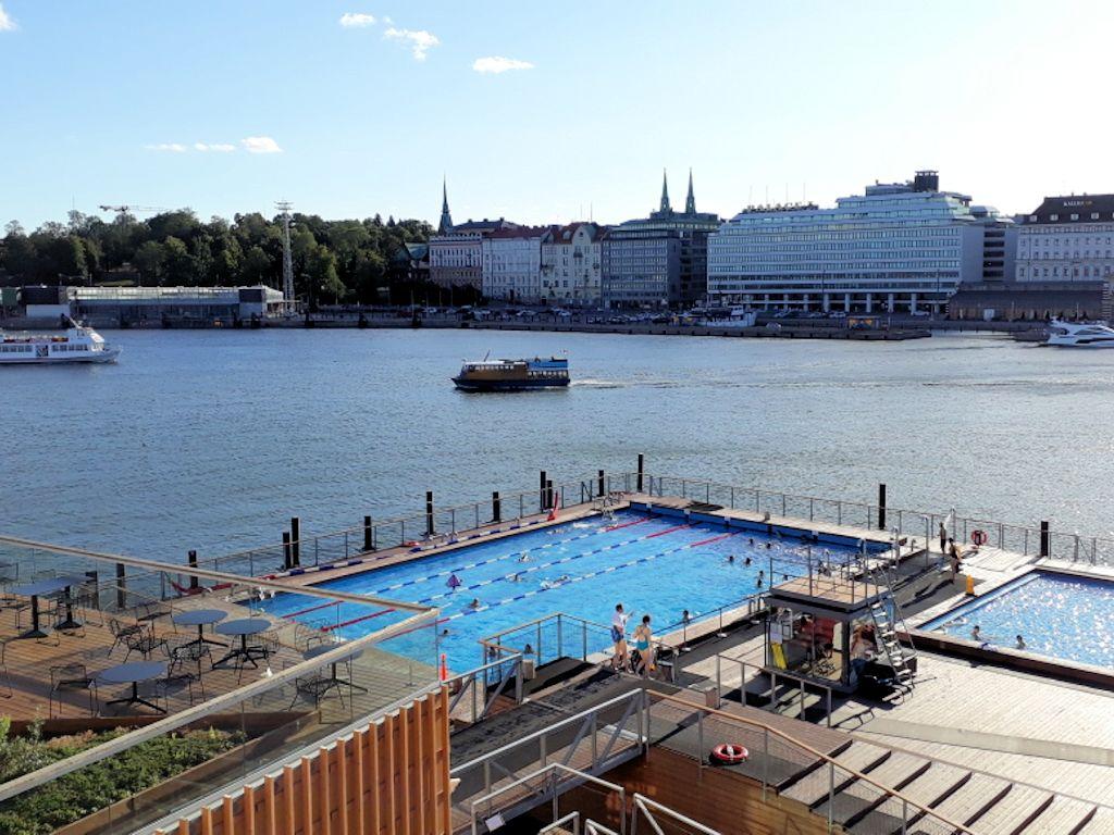 Schwimmbad im Hafen von Helsinki