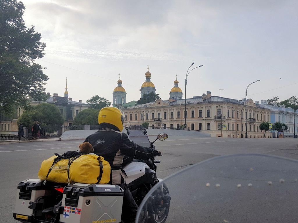Bei der Einfahrt nach Sankt Petersburg
