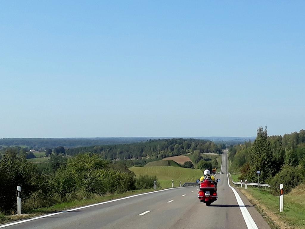 Auf der Landstraße im Südwesten von Litauen
