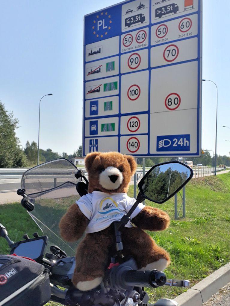 Der Urlaubär an Grenze von Litauen nach Polen