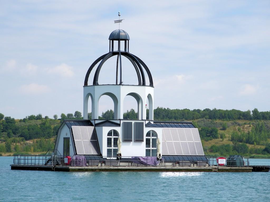 """Schwimmende Seekirche """"Vineta"""" auf dem Störmthaler See"""
