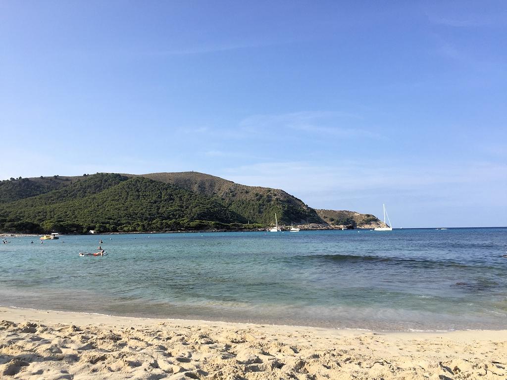 Strand bei Cala Ratjada mit Aussicht