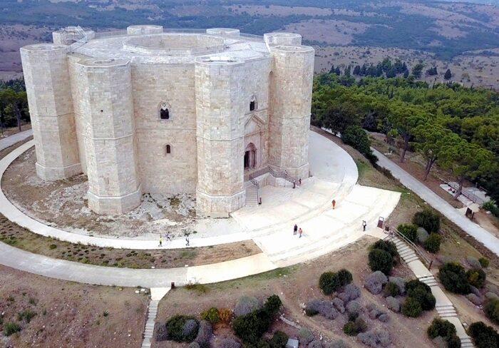 Luftaufnahme vom Castell del Monte in Apulien