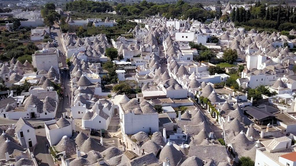Die Trullistadt Alberobello aus der Luft
