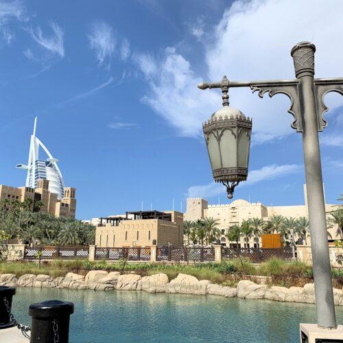 Dubai mit dem Burj al Arab Hotel