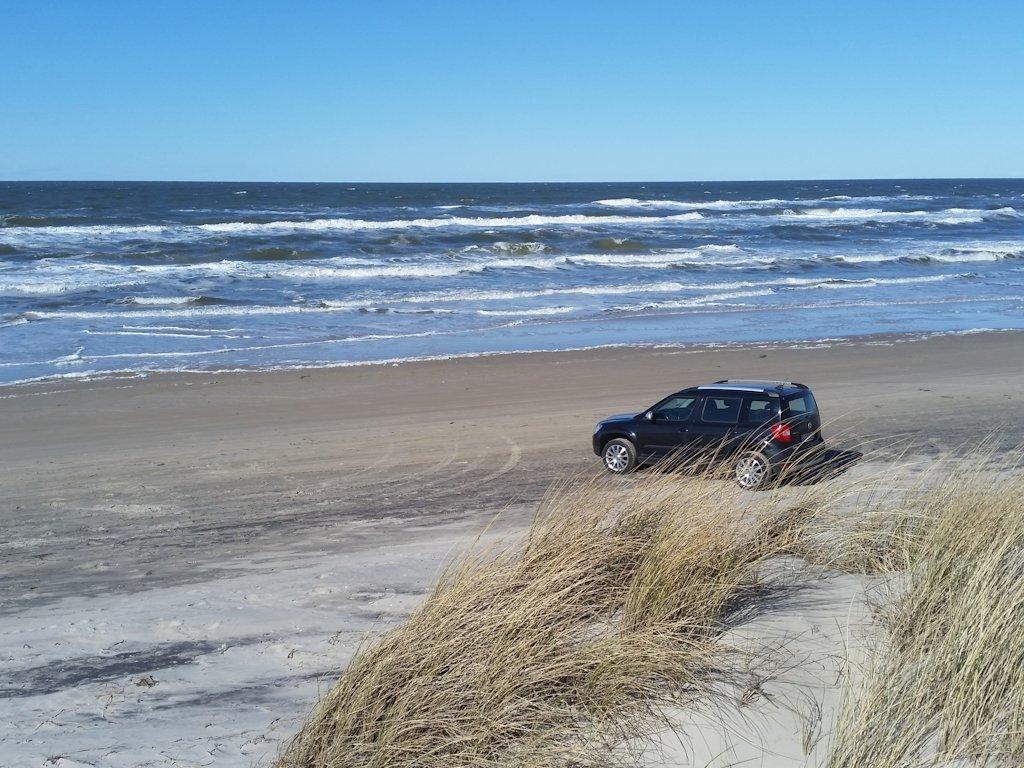 Mit dem Auto befahrbarer Nordseestrand bei Tversted