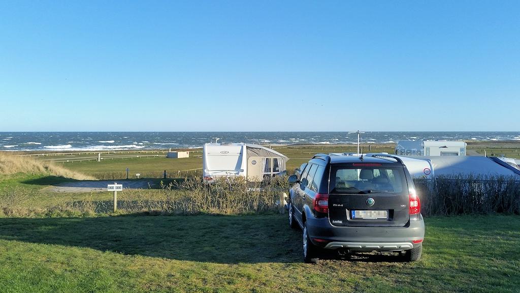 Ausblick aus der Hütte auf Campingplatz und Nordsee